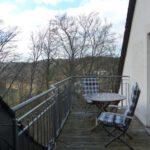 Balkon mit Blick übers Tal